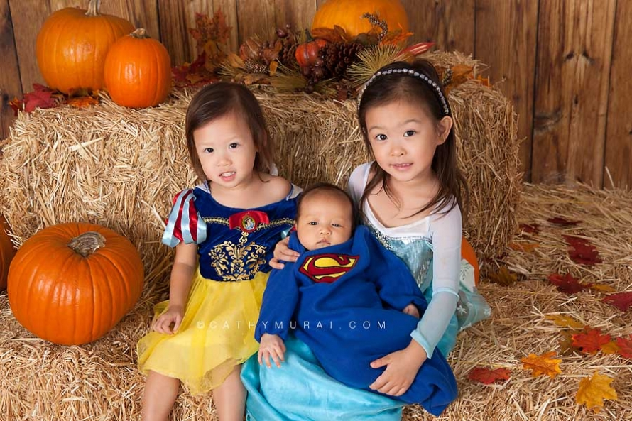 snow white costume, elsa from frozen, superman baby, Happy Halloween, Los Angeles Halloween Photographer, Halloween Mini Session, Hay and pumpkins, fall leaves